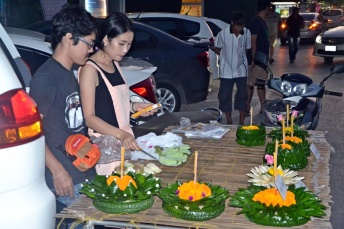 Making krathong - price=80-100 baht ($2-3