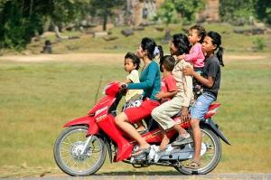 overloaded-motorbike